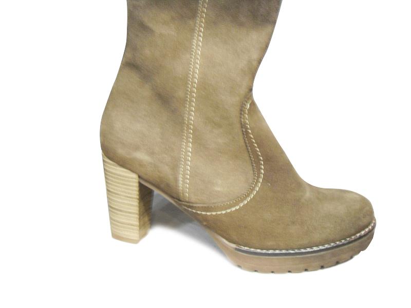 Chaussure en daim beige - Nettoyer des chaussures en daim ...