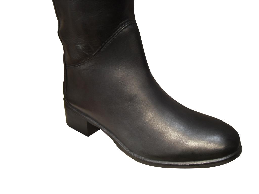 Bottes femme cavalière ARIMA cuir noir talon plat.